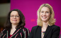 Berlin, die zuk&uuml;nftigen Bundesminister der SPD in der Gro&szlig;en Koalition Andrea Nahles (l.) und Manuela Schwesig, am Sonntag (15.12.13) im Willy-Brandt-Haus bei einer Pressekonferenz.<br /> Foto: Steffi Loos/CommonLens