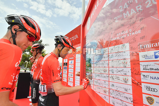 Tom Dumoulin (NED) and Team Sunweb sign on before the start of Stage 5 of the 2019 UAE Tour, running 181km form Sharjah to Khor Fakkan, Dubai, United Arab Emirates. 28th February 2019.<br /> Picture: LaPresse/Massimo Paolone | Cyclefile<br /> <br /> <br /> All photos usage must carry mandatory copyright credit (© Cyclefile | LaPresse/Massimo Paolone)