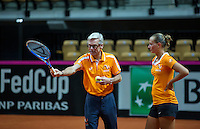 2016, 12 April, Arena Loire, Tr&eacute;laz&egrave;,  Semifinal FedCup, France-Netherlands,  Dutch Coach Martin Bohm instructs Cindy Burger<br /> Photo:Tennisimages/Henk Koster