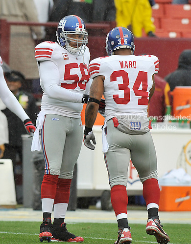 Landover, MD - November 30, 2008 -- New York Giants linebacker Antonio Pierce (58) greets running back Derrick Ward (34) as they begin warmup prior to the game against the Washington Redskins at FedEx Field in Landover, Maryland on Sunday, November 30, 2008..Credit: Ron Sachs / CNP.(RESTRICTION: No New York Metro or other Newspapers within a 75 mile radius of New York City)