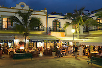 Spain, Gran Canaria, Puerto de Mogan: Restaurants in evening | Spanien, Gran Canaria, Puerto de Mogan: Restaurants am Abend