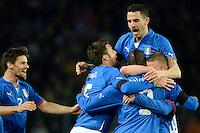 GENEBRA, SUICA, 21 DE MARCO DE 2013 - Jogadores e Mario Balotelli (c.) da Italia comemoram gol durante partida amistosa contra o Brasil, disputada em Genebra, na Suíça, nesta quinta-feira, 21. O jogo terminou 2 a 2. FOTO: PIXATHLON / BRAZIL PHOTO PRESS