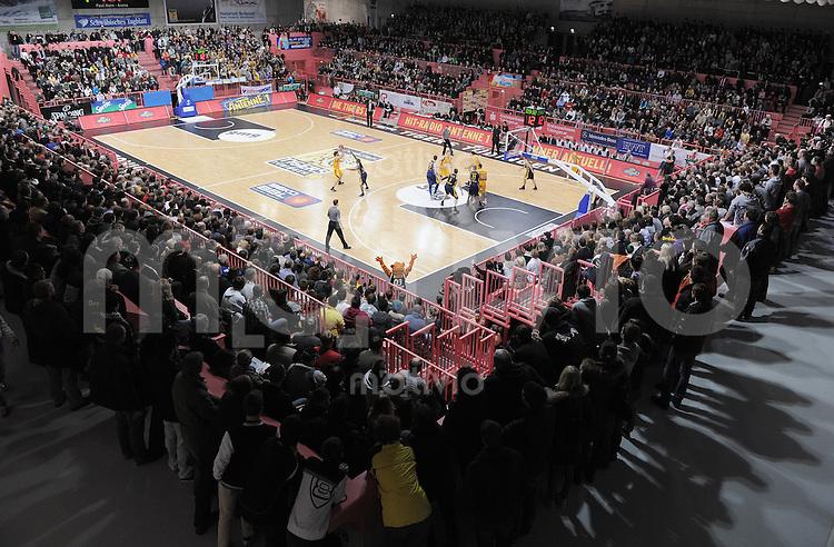 Basketball  1. Bundesliga  2010/2011   02.01.2011 Walter Tigers Tuebingen  - Alba Berlin Uebersicht der voll besetzten Paul Horn Arena