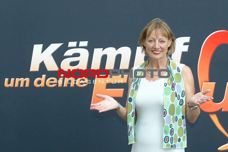 Pressetermin zu der neuen Show auf SAT1 &quot; Kaempf um deine Frau&quot; ab dem 19.9.2004<br /> <br /> Psychologin Gabriele Stiegler<br /> <br /> Foto &not;&copy; nordphoto / Anja Heinemann<br /> <br />  *** Local Caption *** Foto ist honorarpflichtig! zzgl. gesetzl. MwSt.<br /> <br />  Belegexemplar erforderlich<br /> <br /> Adresse: nordphoto<br /> <br /> Georg-Reinke-Strasse 1<br /> <br /> 49377 Vechta