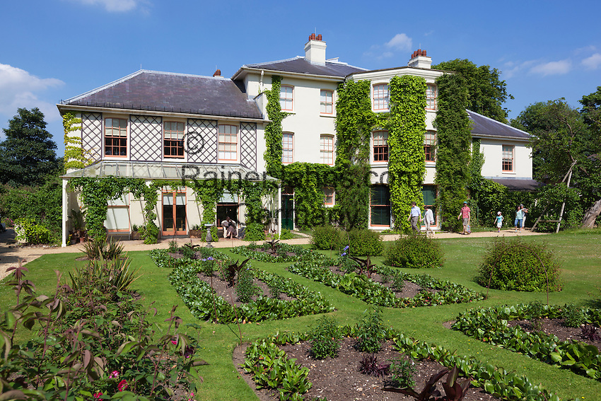 Great Britain, England, Greater London, London Borough of Bromley, Downe: Down House, former home of naturalist Charles Darwin who formulated the theory of evolution by natural selection in his 1859 book, On the Origin of Species   Grossbritannien, England, Greater London, London Borough of Bromley, Downe: The Down House, Rueckzugsort des Naturforschers Charles Darwin, der hier am 19. April 1882 verstarb