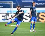 Havard Nordtveit (Hoffenheim) waermt sich auf.<br /> <br /> Sport: Fussball: 1. Bundesliga: Saison 19/20: 28. Spieltag: TSG 1899 Hoffenheim - 1. FC Koeln, 27.05.2020<br /> <br /> Foto: Markus Gilliar/GES/POOL/PIX-Sportfotos.<br /> <br /> Nur für journalistische Zwecke! Only for editorial use!<br /> <br /> Gemäß den Vorgaben der DFL Deutsche Fußball Liga ist es untersagt, in dem Stadion und/oder vom Spiel angefertigte Fotoaufnahmen in Form von Sequenzbildern und/oder videoähnlichen Fotostrecken zu verwerten bzw. verwerten zu lassen. DFL regulations prohibit any use of photographs as image sequences and/or quasi-video.