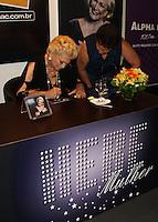 ATENCAO EDITOR IMAGEM EMBARGADA PARA VEICULOS INTERNACIONAIS - FOTO ARQUIVO DA APRESENTADORA HEBE CAMARGO QUE MORREU NESTE SABADO , 29/09/2012. <br /> S&Atilde;O PAULO, SP, 01 DE DEZEMBRO 2010 - AUT&Oacute;GRAFO HEBE CAMARGO - A apresentadora Hebe Camargo durante  sessao de autografos do seu mais novo lancamento, o CD Hebe Mulher na regiao sul da capital paulista. (FOTO: VANESSA CARVALHO / BRAZIL PHOTO PRESS).