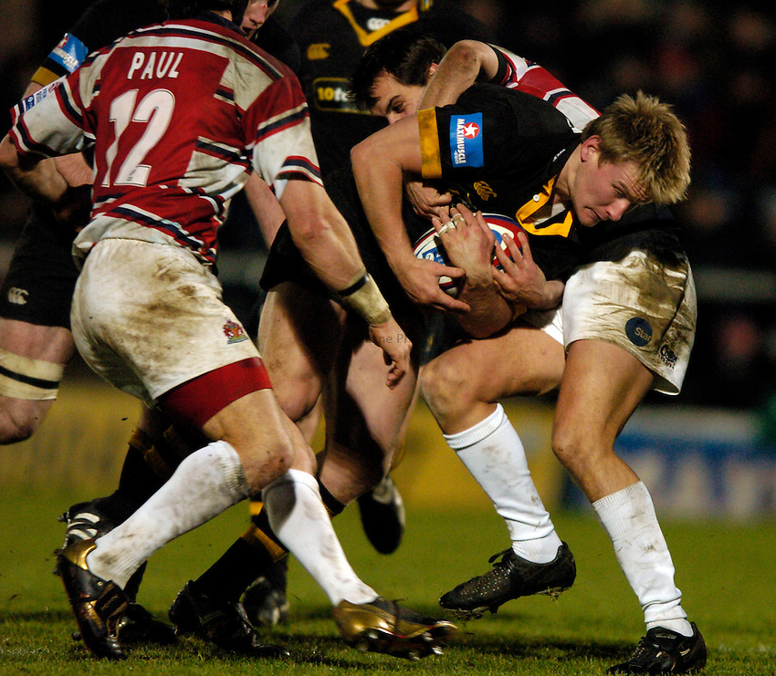 Photo. Richard Lane..London Wasps v Gloucester. Zurich Premiership.  27/12/2004..Stuart Abbott attacks.