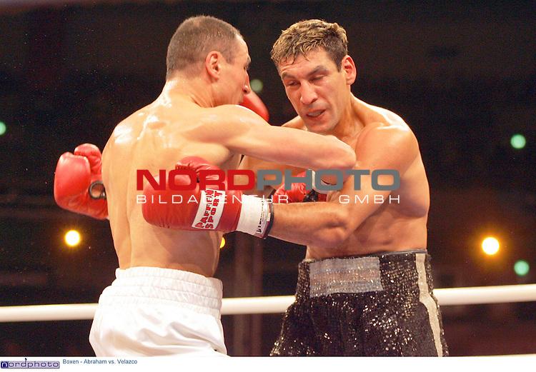 WBA Intercontinental Meisterschaft im Mittelgewicht<br /> Arthur Abraham (Deutschland) vs. Hector Javier Velazco (Argentinien).<br /> <br /> Arthur Abraham (links) gegen Hector Javier Velazco.<br /> <br /> Foto &copy; nordphoto - Ruediger Lampe<br /> <br />  *** Local Caption *** Foto ist honorarpflichtig! zzgl. gesetzl. MwSt.<br /> Belegexemplar erforderlich<br /> Adresse: nordphoto<br /> Georg-Reinke-Strasse 1<br /> 49377 Vechta