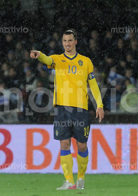 FUSSBALL INTERNATIONAL  EM 2012-Qualifikation  Gruppe E  07.10.2011 Finnland - Schweden Zlatan Ibrahimovic (Schweden) zeigt
