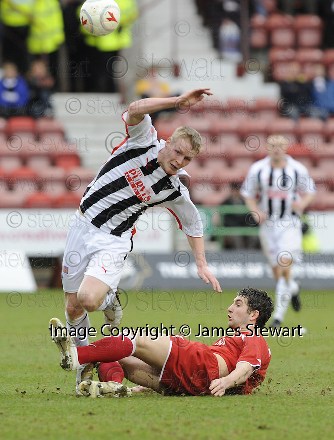 07/03/2009  Copyright Pic: James Stewart.File Name : sct_jspa07_dunfermline_v_aberdeen.JAMIE MOLE IS CAUGHT BY CHARLIE MULGREW.James Stewart Photo Agency 19 Carronlea Drive, Falkirk. FK2 8DN      Vat Reg No. 607 6932 25.Telephone      : +44 (0)1324 570291 .Mobile              : +44 (0)7721 416997.E-mail  :  jim@jspa.co.uk.If you require further information then contact Jim Stewart on any of the numbers above.........