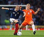 Alan Hutton and Dirk Kuyt