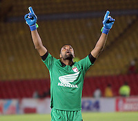 BOGOTA - COLOMBIA -01 -04-2014: Robinson Zapata guardameta de Independiente Santa Fe celebra el gol anotado por Wilder Medina  durante partido Independiente Santa Fe y Deportivo Pasto  por la fecha 14 de la Liga Postobon I-2014, jugado en el estadio Nemesio Camacho El Campin de la ciudad de Bogota. / Goalkeeper Robinson Zapata Independiente Santa Fe celebrates the goal scored by Wilder Medina during party Independiente Santa Fe and Deportivo Pasto by date 14 Postobon I-League 2014, played at the Estadio Nemesio Camacho El Campin Bogota city Photo: VizzorImage  / Felipe Caicedo / Staff.