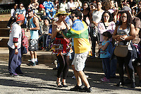 SAO PAULO, SP, 06 DE JULHO DE 2013. ARRAIAL DE SAO PAULO NO VALE DO ANHANGABAU. Casal dança forró durante o Arraial São Paulo, que acontece neste sábado e domingo no Vale do Anhangabaú. FOTO ADRIANA SPACA/BRAZIL PHOTO PRESS