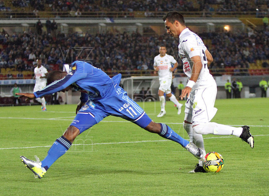 BOGOTA -COLOMBIA. 19-02-2014.  Dahwling Leudo  (Izq) de Millonarios  disputa el balon contra Marlon Piedrahita del Once Caldas  durante el partido por la sexta fecha de La liga Postobon 1 disputado en el estadio El Campin. /  Dahwling Leudo  (L) of Millonarios  fights for the ball against   Marlon Piedrahita  of  Once Caldas during the game for the sixth round of the Postobon one league match at El Campin Stadium. Photo: VizzorImage/ Felipe Caicedo / Staff