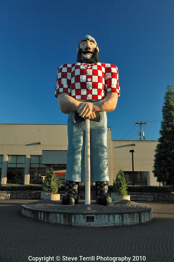 Statue of Paul Bunyun in Kenton Oregon a suburb of Portland Oregon