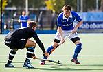 UTRECHT - Ties Ceulemans (Kampong) met Nicholas Budgeon (HGC) tijdens de hoofdklasse  hockeywedstrijd heren, Kampong-HGC (3-3) . COPYRIGHT KOEN SUYK