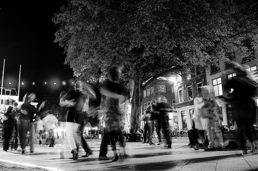 Netherlands, Utrecht, 11 sept 2014<br /> Avondbeeld van de stad Utrecht. Op een pleintje achter het stadhuis wordt elke week tango gedanst.<br /> Foto: (c) Michiel Wijnbergh