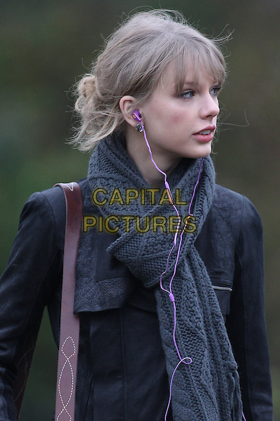 Taylor Swift visits the Diana Memorial, London, England..January 24th, 2012.half length black jacket leather scarf knitted grey gray headphones.CAP/HIL.©John Hillcoat/Capital Pictures .