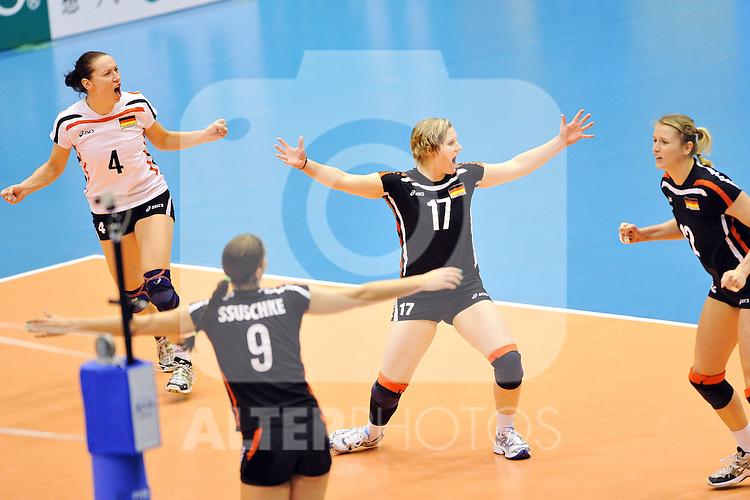 02.11.2010, Matsumoto City Gymnasium, Matsumoto, JPN, Volleyball Weltmeisterschaft Frauen 2010,  Deutschland ( GER ) vs. Kroatien ( CRO ), im Bild Kerstin Tzscherlich (#4 GER), Corina Ssuschke (#9 GER), Lisa Thomsen (#17 GER), Heike Beier (#12 GER). Foto © nph / Kurth