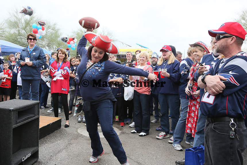 "Teilnehmerin des Damenwettbewerb im ""Spike like Gronk""  - New England Patriots Fanclub Arizona Fan Rally in Phoenix"