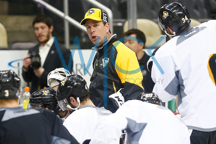Head coach Mike Sullivan of the Pittsburgh Penguins instructs his team during practice prior to the start of the Stanley Cup Final series between the Pittsburgh Penguins and the San Jose Sharks at Consol Energy Center in Pittsburgh, Pennslyvania on May 29, 2016. (Photo by Jared Wickerham / DKPS)