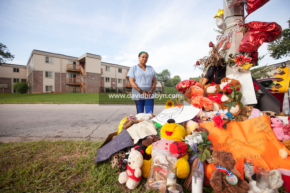 HSUL 20140819 United States, Ferguson, MO. Gabrielle Rice poses for the photographer near the memorial to Michael Brown on Canfield Drive in Ferguson, MO, on August 19, 2014, at the spot where he was killed. Photographer: David Brabyn