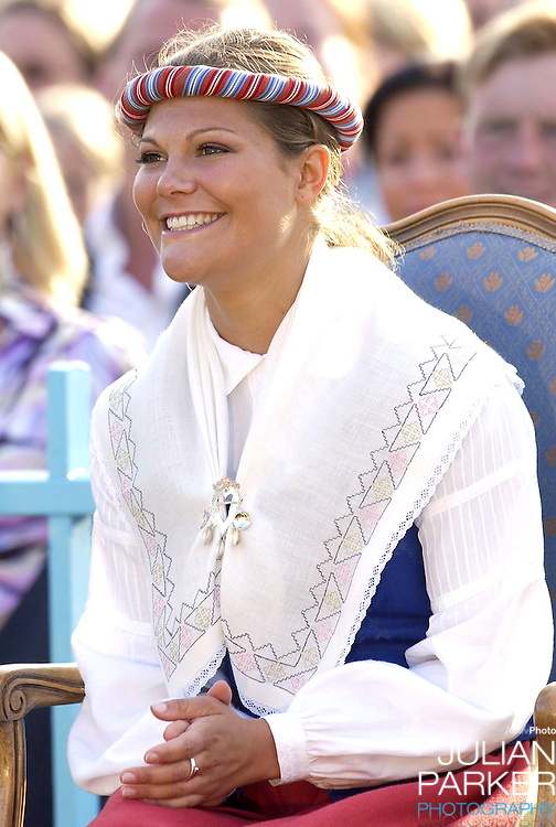 CONCERT IN BERGHOLM TO CELEBRATE CROWN PRINCESS VICTORIA.OF SWEDEN'S 25TH BIRTHDAY.  14/7/02 . PICTURE: UK PRESS  (ref 5105-36).