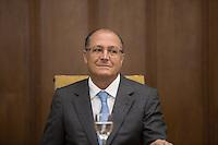 ATENÇÃO EDITOR: FOTO EMBARGADA PARA VEÍCULOS INTERNACIONAIS. SAO PAULO, SP, 07 DE FEVEREIRO DE 2013. ASSINATURA DE CONTRATOS PARA AS OBRAS DO RODOANEL MARIO COVAS - TRECHO NORTE. O governador Geraldo Alckmin  durante a assinatura  dos contratos das obras do Rodoanel Norte. A Construtora OAS Ltda, a Acciona Infraestructuras S/A e os consórcios formados pelas empresas Mendes Júnior/Isolux Corsán e Construcap/Copasa foram os vencedores da licitação internacional para a construção do último trecho do anel viário. FOTOS ADRIANA SPACA/BRAZIL PHOTO PRESS