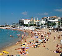 France, Côte d'Azur, St. Raphael: Beach Scene | Frankreich, Côte d'Azur, St. Raphael: belebter Strand