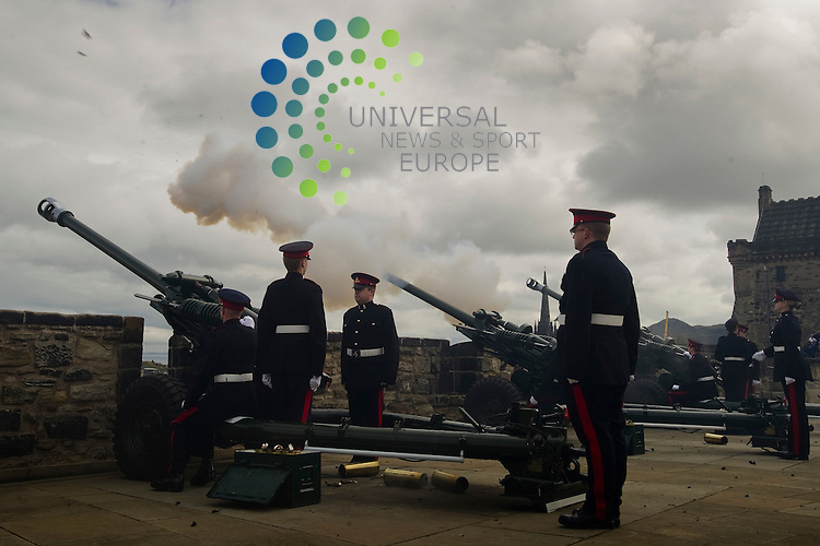 Gun salute to mark Queens Birthday, at Edinburgh Castle, Edinburgh, Scotland, 21st April, 2012. The event was attended by Michael Moore.Picture:Scott Taylor Universal News And Sport (Europe) .All pictures must be credited to www.universalnewsandsport.com. (Office)0844 884 51 22.