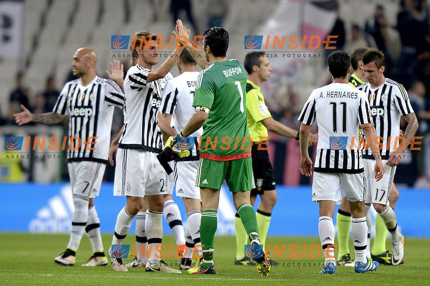 Esultanza giocatori Juventus a fine gara, celebration,<br /> Torino 20-04-2016, Juventus Stadium, Football Calcio 2015/2016 Serie A, Juventus - Lazio, Foto Filippo Alfero/Insidefoto
