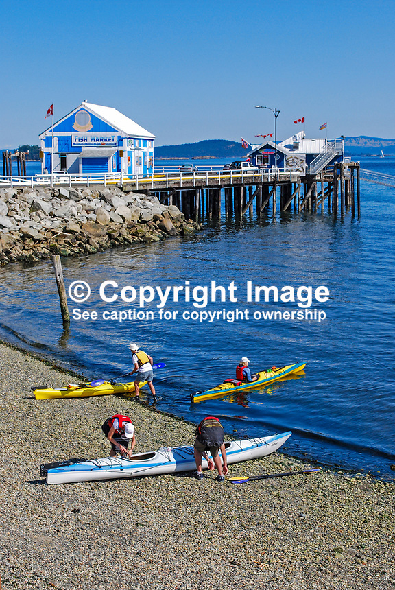 Canoeists, shore, jetty, Sidney, Strait of Georgia, Vancouver Island, British Columbia, September, 2008, 200809121349..Copyright Image from Victor Patterson, 54 Dorchester Park, Belfast, UK, BT9 6RJ..Tel: +44 28 9066 1296.Mob: +44 7802 353836.Email: victorpatterson@mac.com..IMPORTANT: If you wish to use this image or any other of my images please go to www.victorpatterson.com and click on the Terms & Conditions. Then contact me by email or phone with the reference number(s) of the image(s) concerned.