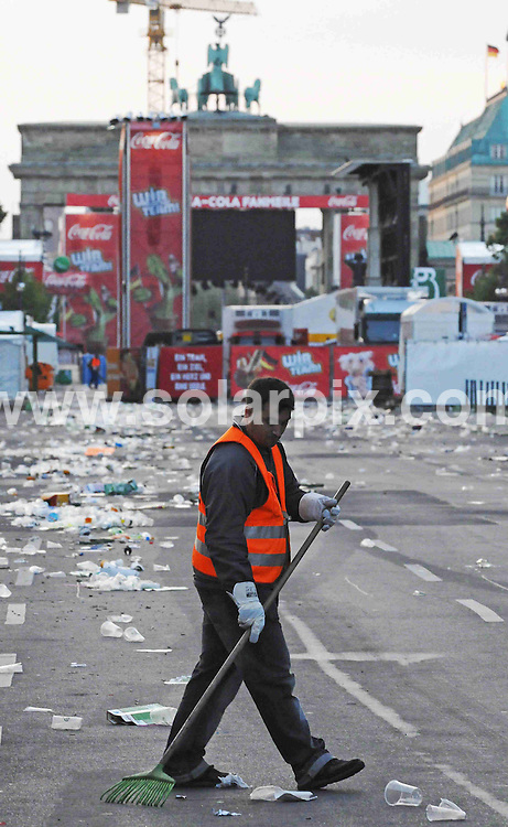 Football, European Championship 2008 Austria/Switzerland, semi-final, Match 29, Germany vs Turkey, 26 June 2008, fan zone, Berlin: Waste is lying on the street. Germany won at 25 June 2008 3-2 against Turkey...colourpress.com..Berlin, GER - Photo: Theo Heimann/ddp..INTERNATIONAL (EXCEPT AUSTRIA AND SWITZERLAND) NO USE FOR DAILY NEWSPAPER MARKET IN HARD COPY OR ELECTRONIC FORM AND SAME-DAY TELEVISION BROADCASTING - ALL RIGHTS FOR AUSTRIA AND SWITZERLAND - FRANCE OUT! .