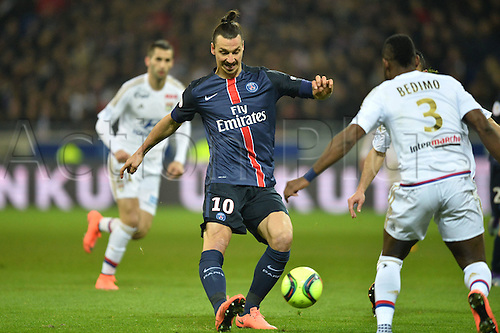 28.02.2016. Lyon, France. French League 1 football. Olympique Lyon versus Paris St Germain.  ZLATAN IBRAHIMOVIC (psg) crosses in front of Bedimo