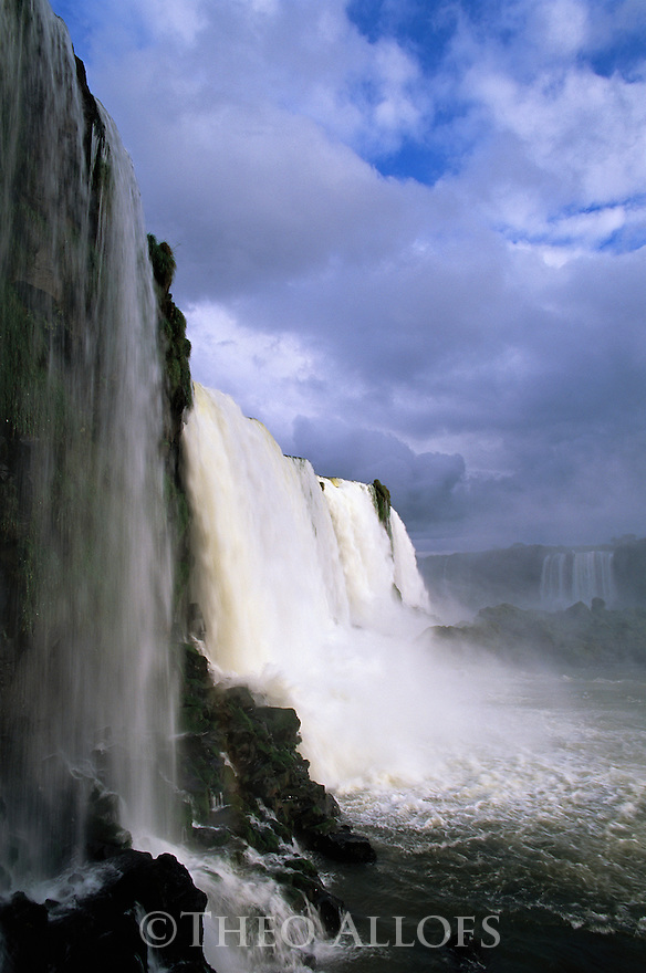 Brazil, Iguacu Falls, side view
