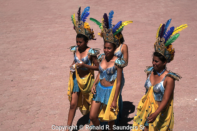 TRADIONAL MEXICAN DANCERS IN INDIAN COSTUMES