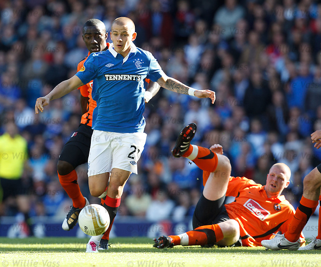Vladimir Weiss skips through the Dundee Utd defence