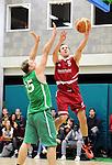 2016-01-09 / Basketbal / Seizoen 2015-2016 / Guco Lier - Kontich Wolves / Marien probeert De Lepeleire (Kontich) af te stoppen<br /><br />Foto: Mpics.be