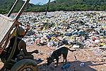 Depósito de lixo em Belfort Roxo. Rio de Janeiro. 2005. Foto de Luciana Whitaker