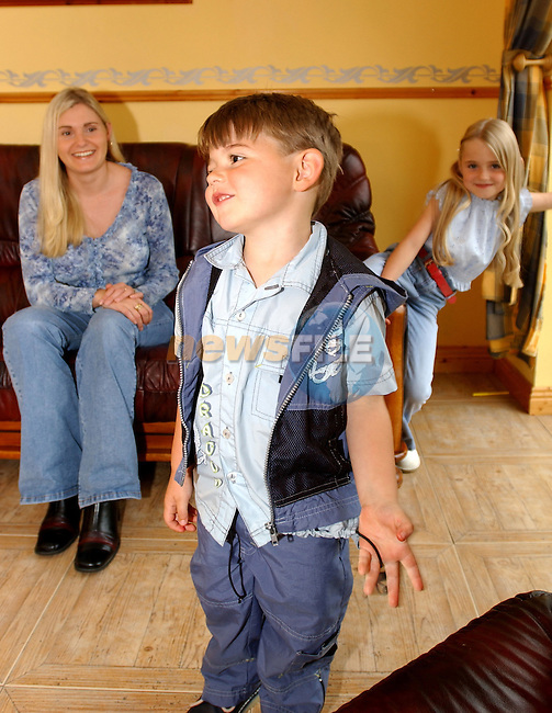 30-07-02 - O'Toole Family from Balreask Village, Navan..Mother Tina, Nathan and Chelsea O'Toole..Photo:Barry Cronin/Newsfile...This Picture is sent to you by:..Newsfile Ltd.The View, Millmount Abbey, Drogheda, Co Louth, Ireland..Tel: +353419871240.Fax: +353419871260.GSM: +353862500958.ISDN: +353419871010.email: pictures@newsfile.ie.www.newsfile.ie