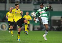 FUSSBALL   DFB POKAL   SAISON 2011/2012   HALBFINALE SpVgg Greuther Fuerth - Borussia Dortmund                  20.03.2012 Olivier Occean (re, Greuther Fuerth) gegen Sebastian Kehl (Borussia Dortmund)