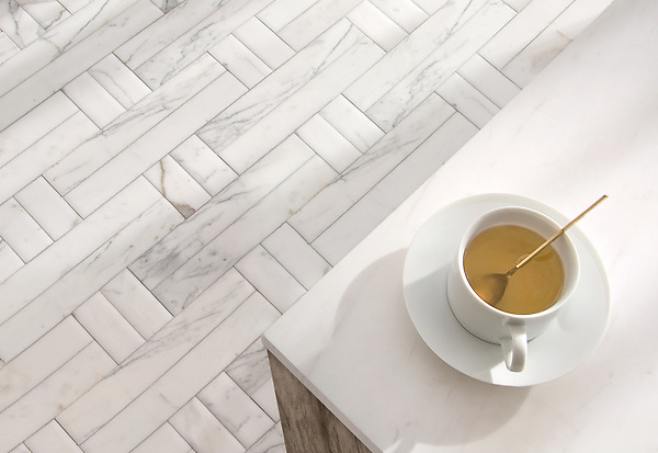 Jute Grand, a hand-cut mosaic, shown in Venetian honed Calacatta Tia, is part of the Tissé® collection for New Ravenna.