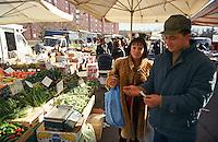 Milano, mercato rionale al quartiere Bruzzano, periferia nord --- Milan, local market at Bruzzano district, north periphery