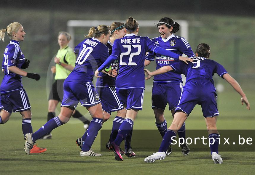RSC Anderlecht - Standard Femina : Annelies Van Loock scoort de 1-0 voor Anderlecht en viert dat met de ploegmaats.foto DAVID CATRY / Vrouwenteam.be