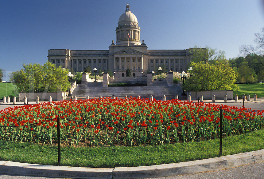 AJ4185, Frankfort, State Capitol, State House, Kentucky, Red tulips adorn the grounds of the State Capitol Building in the spring in the capital city of Frankfort in the state of Kentucky.