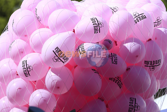 Pink balloons at sign on before the start of Stage 2 of the 2016 Giro d'Italia running 190km from Arnhem to Nijmegen, The Nethrerlands. 7th May 2016.<br /> Picture: Eoin Clarke | Newsfile<br /> <br /> <br /> All photos usage must carry mandatory copyright credit (&copy; Newsfile | Eoin Clarke)