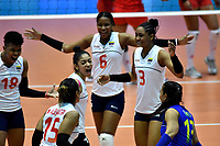 BOGOTÁ-COLOMBIA, 08-01-2020: Jugadoras de Colombia, celebran, durante partido entre Perú y Colombia en el Preolímpico Suramericano de Voleibol, clasificatorio a los Juegos Olímpicos Tokio 2020, jugado en el Coliseo del Salitre en la ciudad de Bogotá del 7 al 9 de enero de 2020. / Players from Colombia, during a match between Peru and Colombia, in the South American Volleyball Pre-Olympic Championship, qualifier for the Tokyo 2020 Olympic Games, played in the Colosseum El Salitre in Bogota city, from January 7 to 9, 2020. Photo: VizzorImage / Luis Ramírez / Staff.