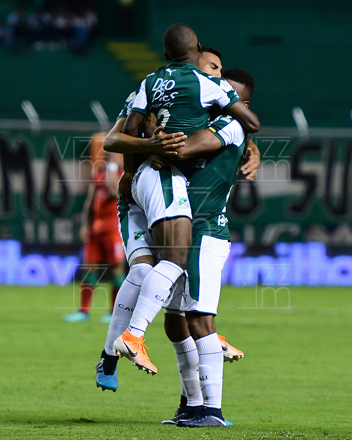 PALMIRA - COLOMBIA, 28-09-2019: Jugadores del Cali celebran después de anotar el primer gol de su equipo durante partido entre Deportivo Cali y Patriotas Boyacá por la fecha 13, cudrangulares semifinales, de la Liga Águila I 2019 jugado en el estadio Deportivo Cali de la ciudad de Palmira. / Players of Cali celebrate after scoring the first goal of his team during match between Deportivo Cali and Patriotas Boyaca for the date 13 as part of Aguila League I 2019 played at Deportivo Cali stadium in Palmira city.  Photo: VizzorImage / Nelson Rios / Cont