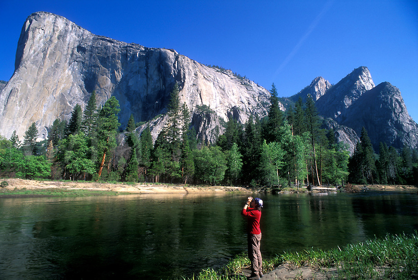 USA, California, Yosemite National Park, El Capitan and woman with binoculars